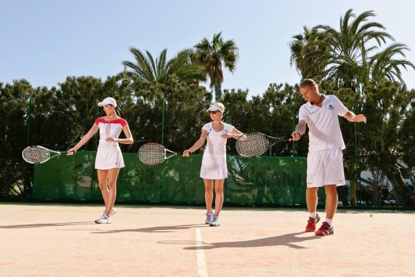 Tennistraining mit ehemaligen Tennisprofis